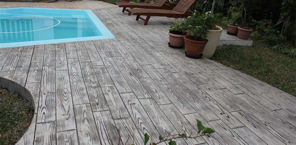hormigón impreso imitación madera para su piscina