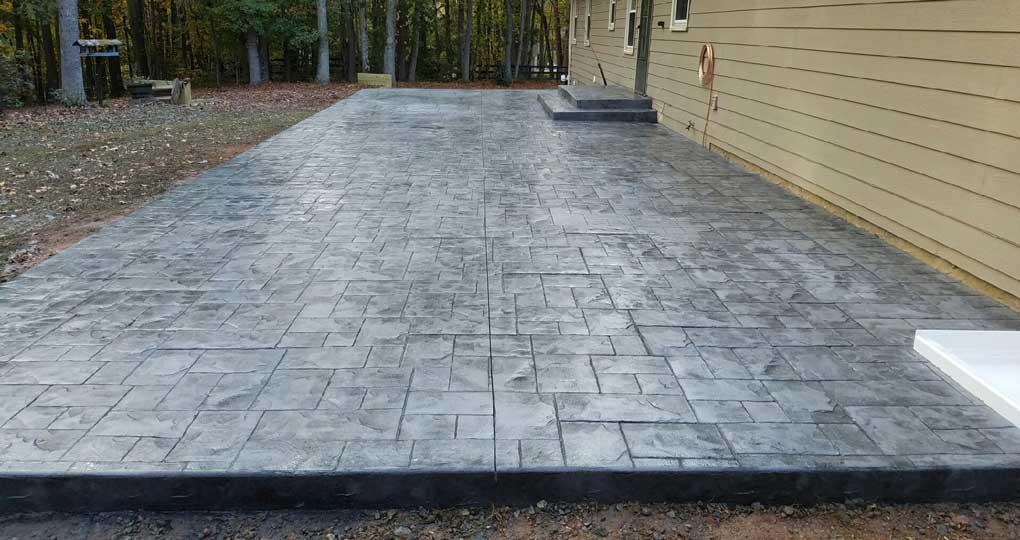 suelo exterior en hormigón impreso